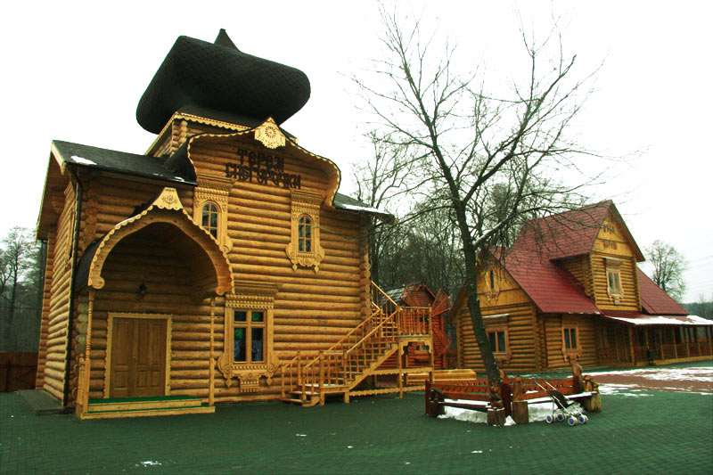 Картинки по запросу Лесопарк Кузьминки: усадьба Деда Мороза